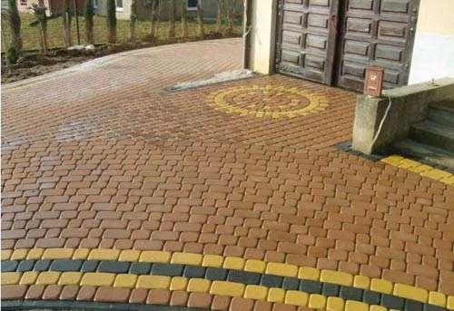 Укладка тротуарной плитки с рисунком